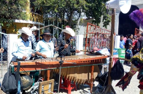 palo-volador-quiche-guatemala-marimba